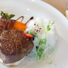 Bélszín steak bardírozott zöldbabbal, karottával