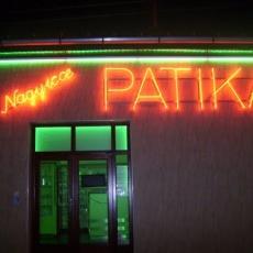 Nagyicce Patika: mindig ügyel (Fotó: Omcsesz/panoramio.com)