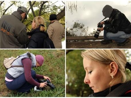 A fotón a Fotósiskola tanítványai láthatók alkotás közben