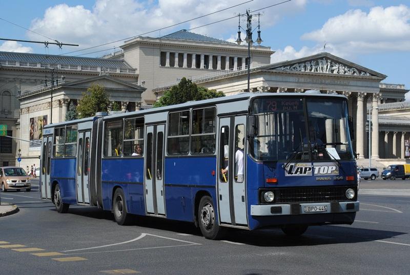 Egy Ikarus 280-as (Wikipédia - By Anatoliy-024 - A feltöltő saját munkája, CC BY-SA 4.0)